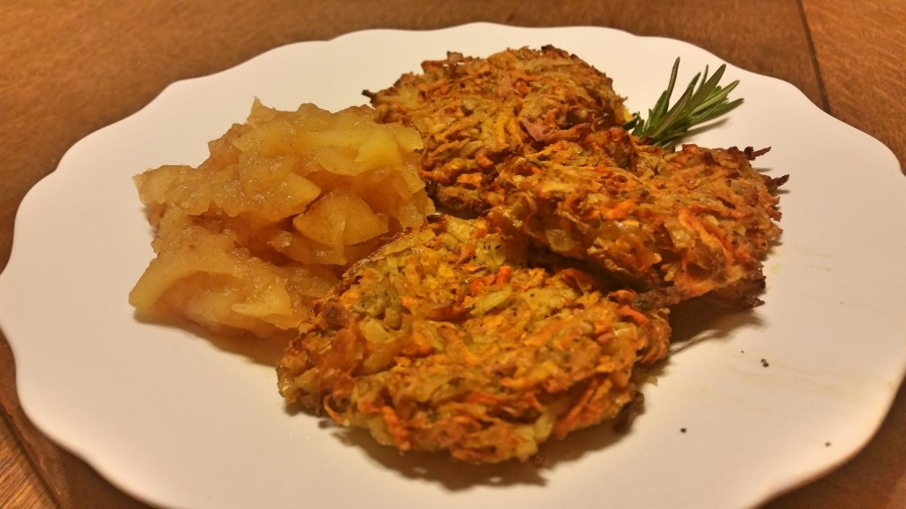 baked latkes and apple sauce